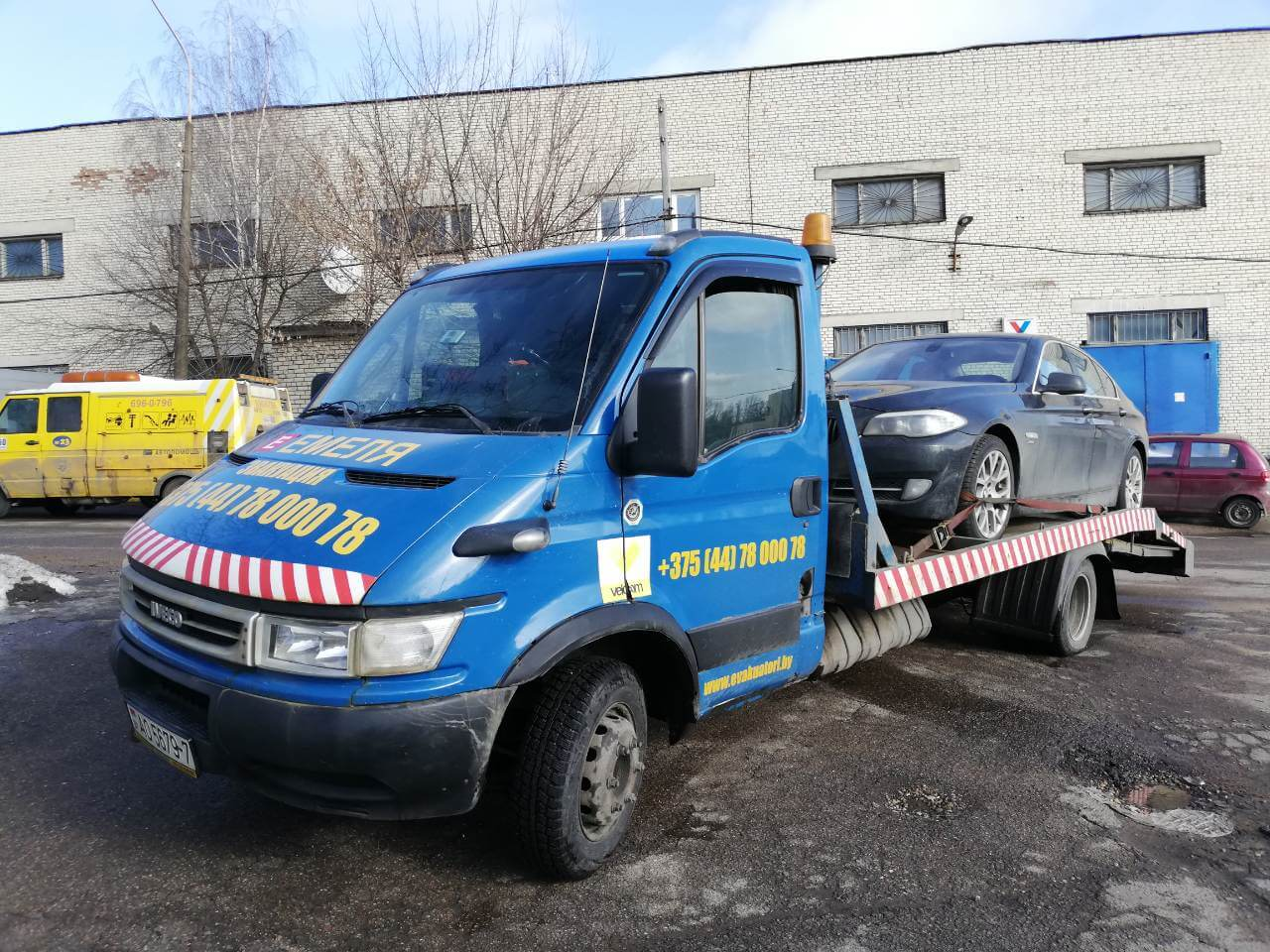 Эвакуация легкового автомобиля в Сухарево